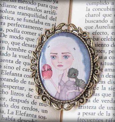 ilustración original decoración regalo broche complementos dorado daenerys targaryen juego de tronos dragon series literatura azul