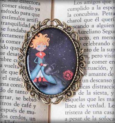 ilustración original decoración regalo broche complementos dorado el principito literatura planeta rosa azul cuento cine